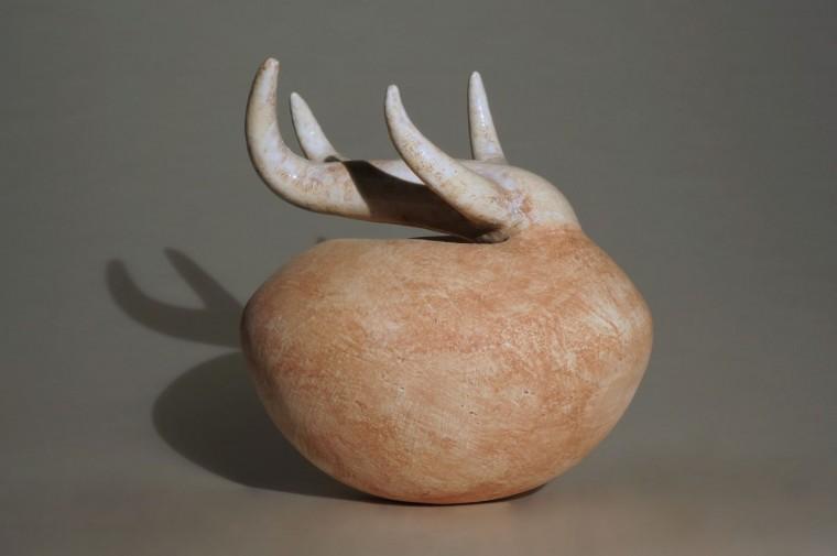 """Zoeker, keramiek uit de collectie """"Zaad"""" van Lot Brandt"""